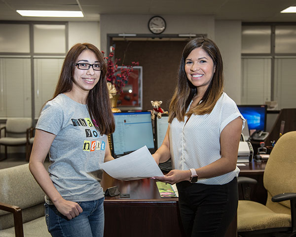 Student and advisor in UHV Admissions office